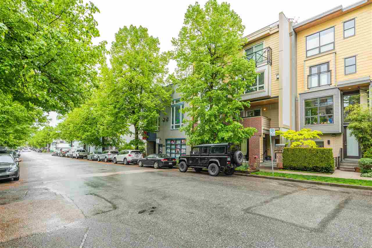 202 3736 COMMERCIAL STREET - Victoria VE Townhouse for sale, 1 Bedroom (R2575720)