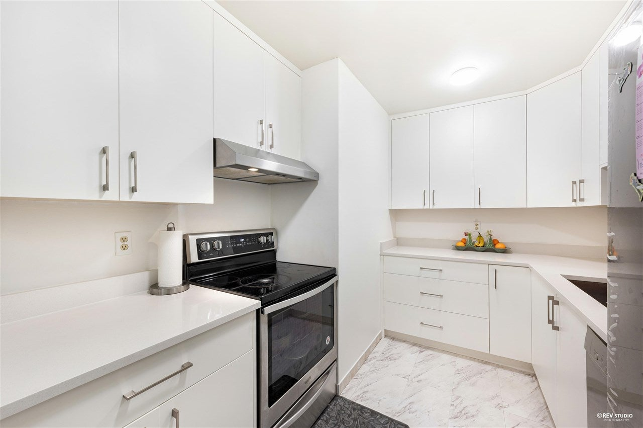 206 10644 151A STREET - Guildford Apartment/Condo for sale, 2 Bedrooms (R2576163) - #1