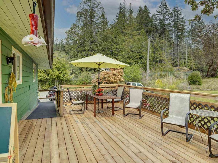5875 TROUT LAKE ROAD - Halfmn Bay Secret Cv Redroofs House with Acreage for sale, 3 Bedrooms (R2577311)