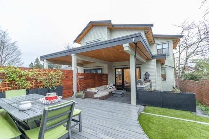 358 E 11TH STREET - Central Lonsdale 1/2 Duplex for sale, 5 Bedrooms (R2578539)