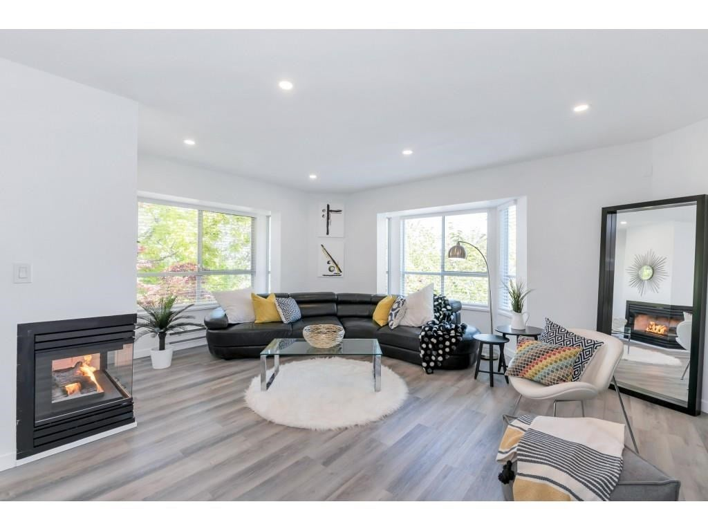 325 1952 152A STREET - King George Corridor Apartment/Condo for sale, 2 Bedrooms (R2580670)