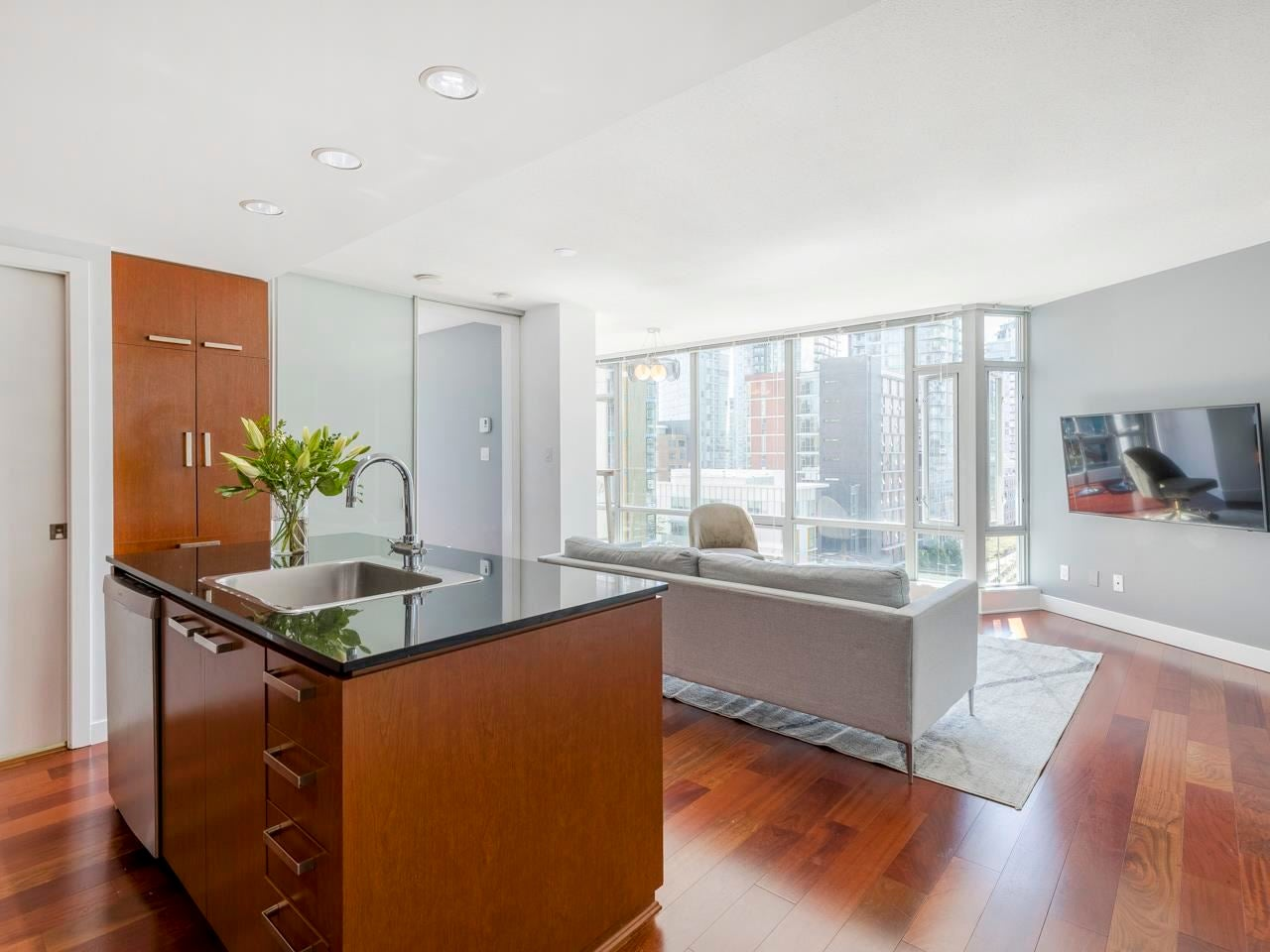 802 1255 SEYMOUR STREET - Downtown VW Apartment/Condo for sale, 2 Bedrooms (R2585063) - #1