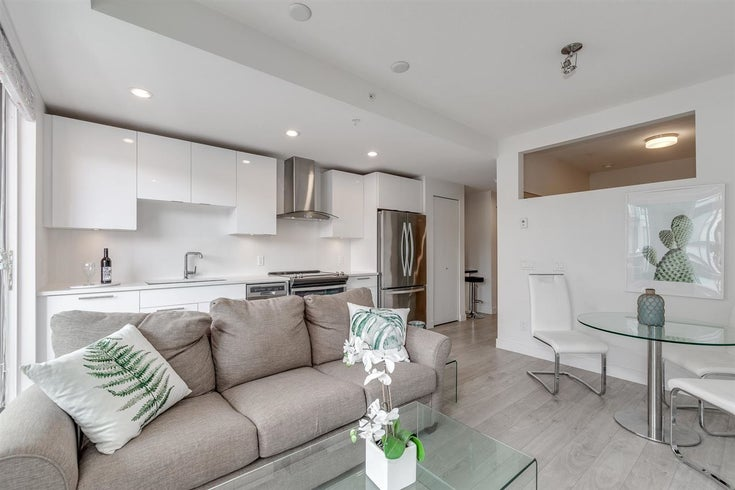 518 723 W 3RD STREET - Harbourside Apartment/Condo for sale, 1 Bedroom (R2585390)