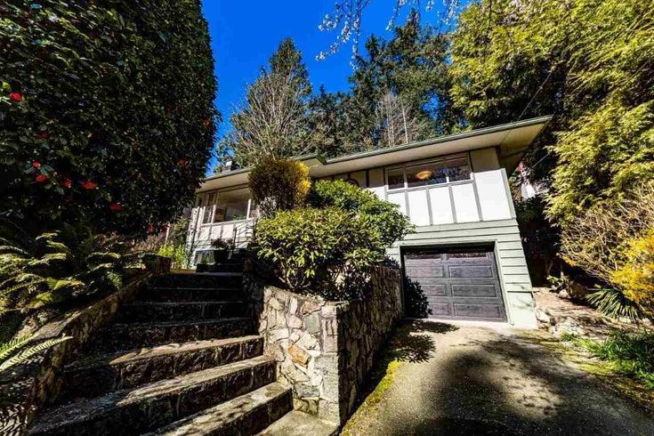 6427 NELSON AVENUE - Horseshoe Bay WV House/Single Family for sale, 2 Bedrooms (R2585769)