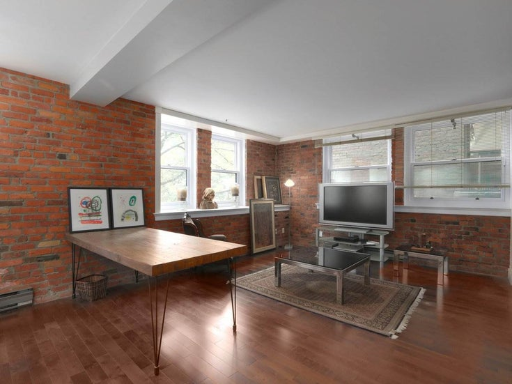 205 233 ABBOTT STREET - Downtown VW Apartment/Condo for sale, 1 Bedroom (R2590257)