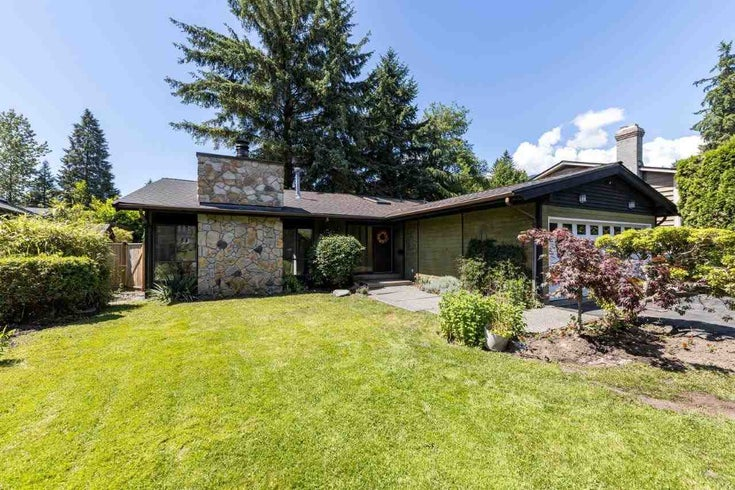 3833 LAWRENCE PLACE - Lynn Valley House/Single Family for sale, 5 Bedrooms (R2590423)