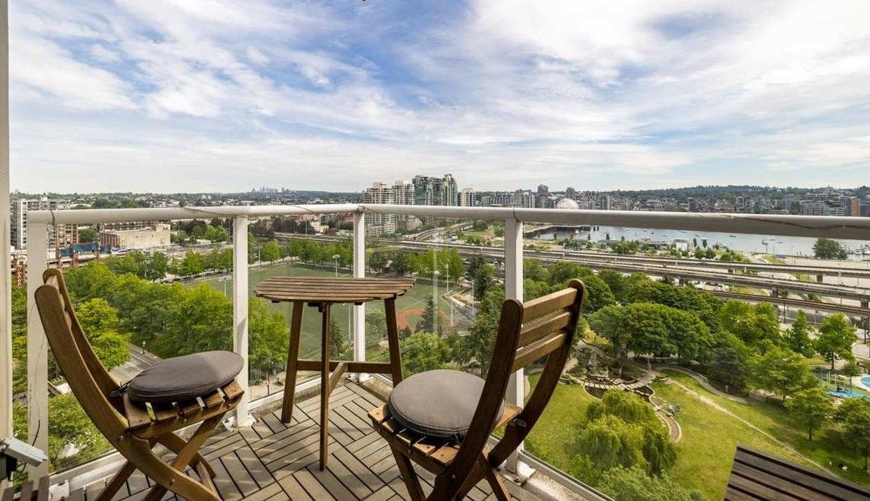 2108 550 TAYLOR STREET - Downtown VW Apartment/Condo for sale, 2 Bedrooms (R2590493) - #1
