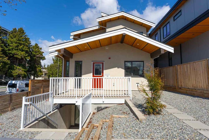 200 E 18TH STREET - Central Lonsdale 1/2 Duplex for sale, 3 Bedrooms (R2591159)