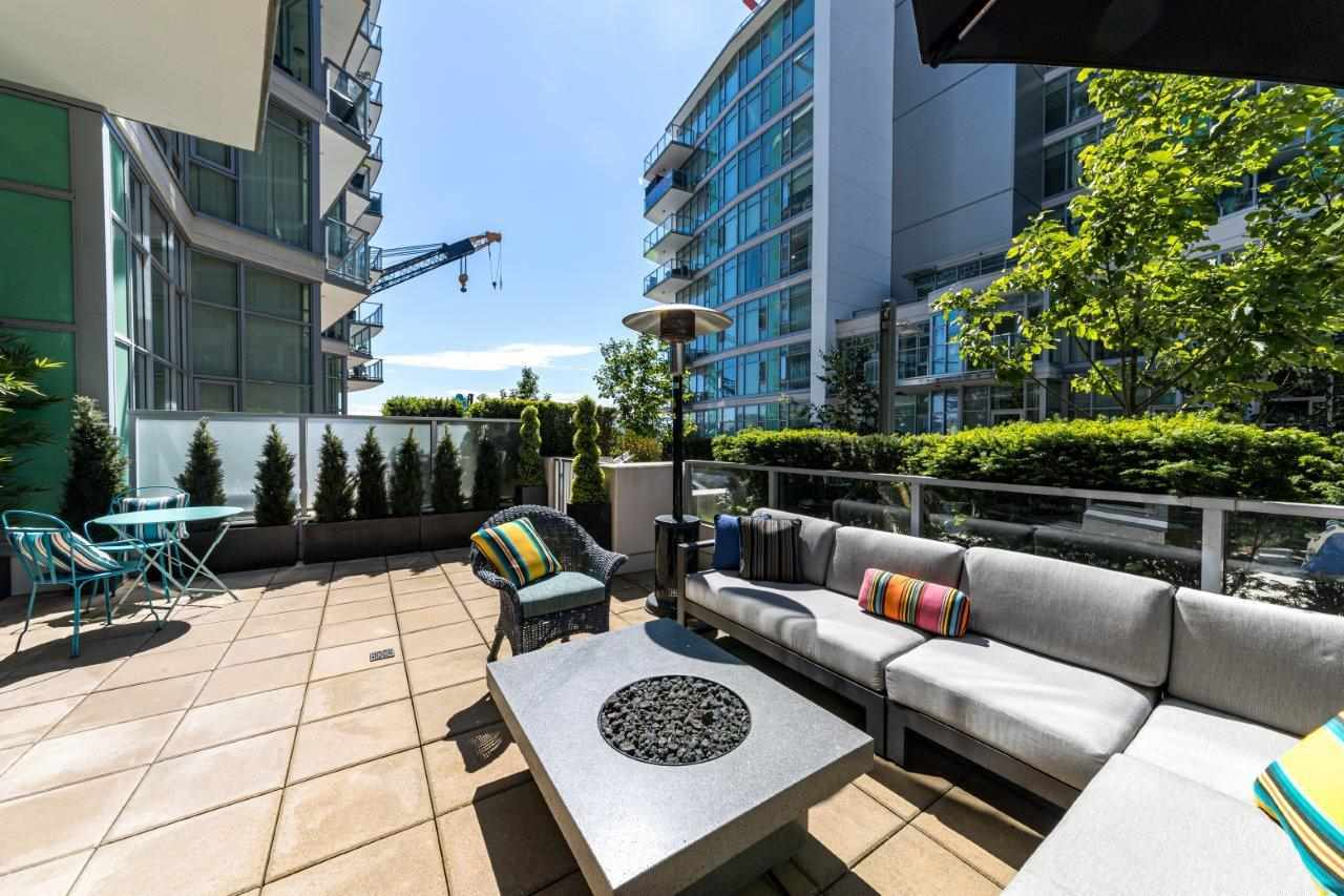 104 199 VICTORY SHIP WAY - Lower Lonsdale Apartment/Condo for sale, 2 Bedrooms (R2591600) - #1