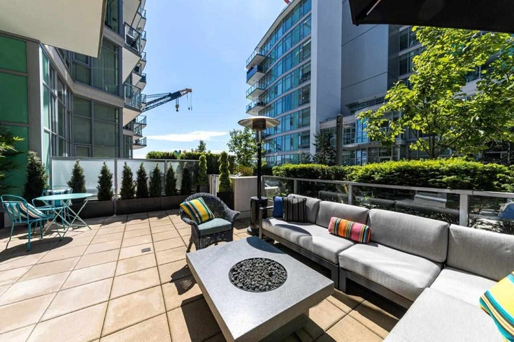 104 199 VICTORY SHIP WAY - Lower Lonsdale Apartment/Condo for sale, 2 Bedrooms (R2591600)