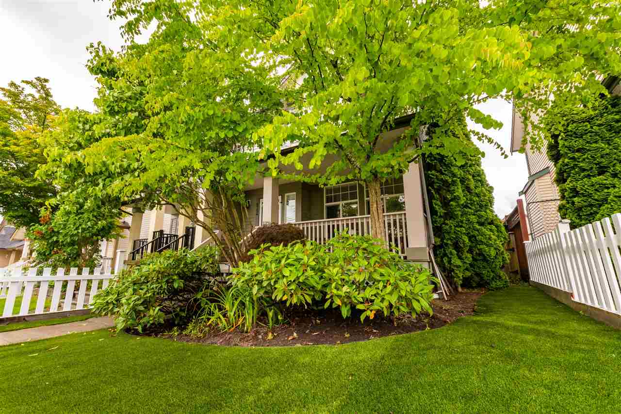 6754 184 STREET - Clayton 1/2 Duplex for sale, 3 Bedrooms (R2592144)