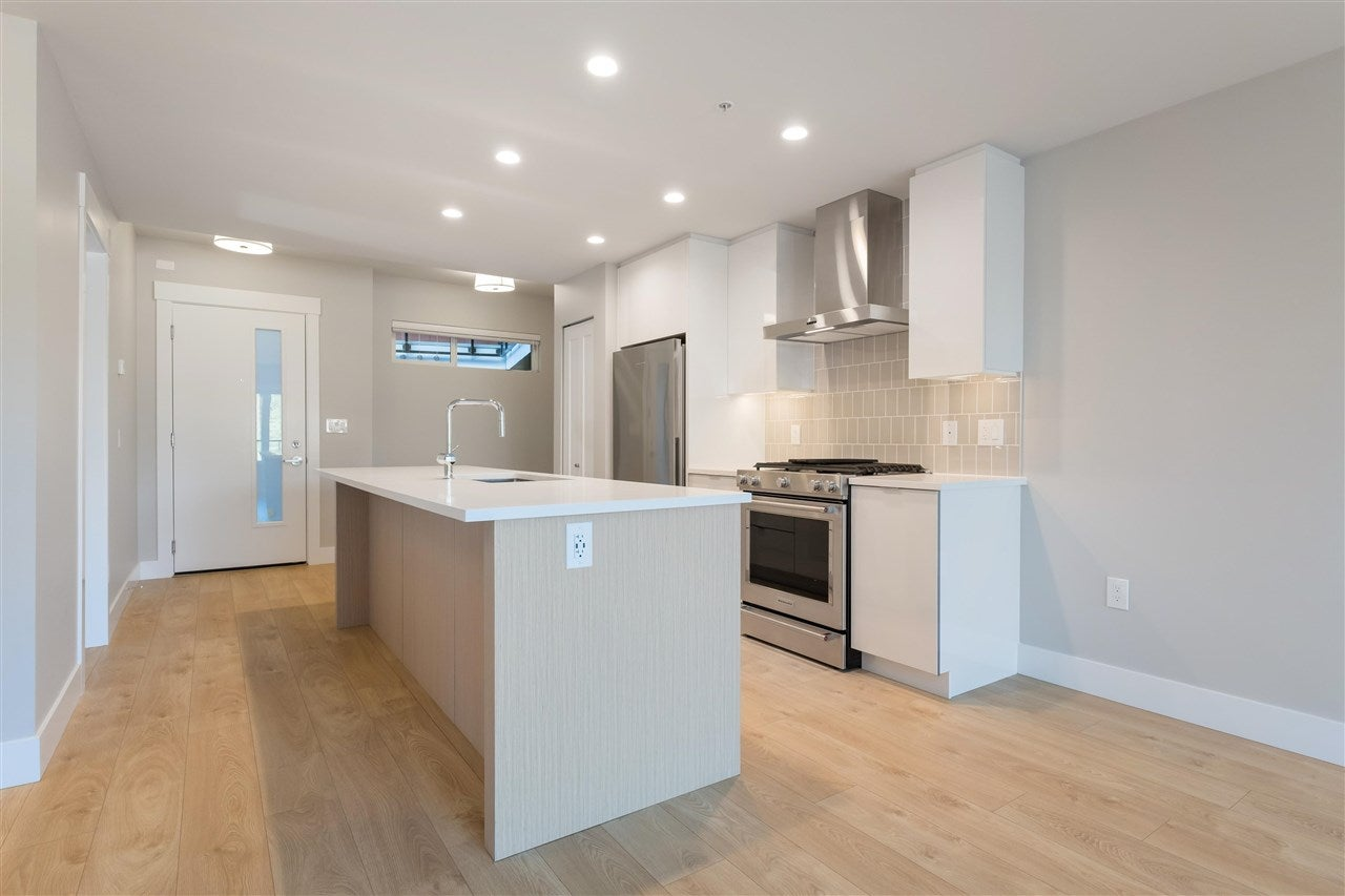 305 1496 CHARLOTTE ROAD - Lynnmour Apartment/Condo for sale, 2 Bedrooms (R2592649)