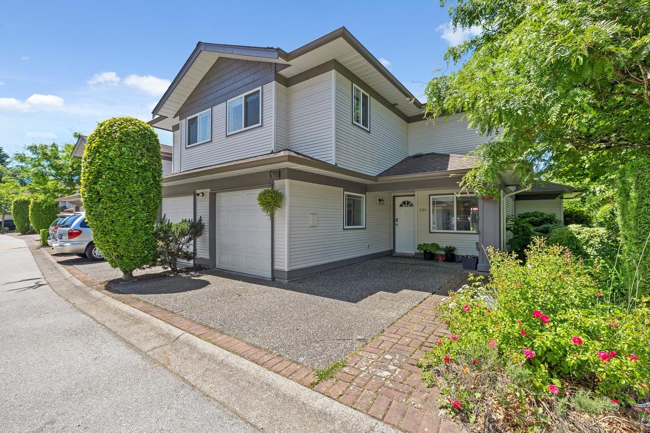 221 16233 82 AVENUE - Fleetwood Tynehead Townhouse for sale, 3 Bedrooms (R2593333)