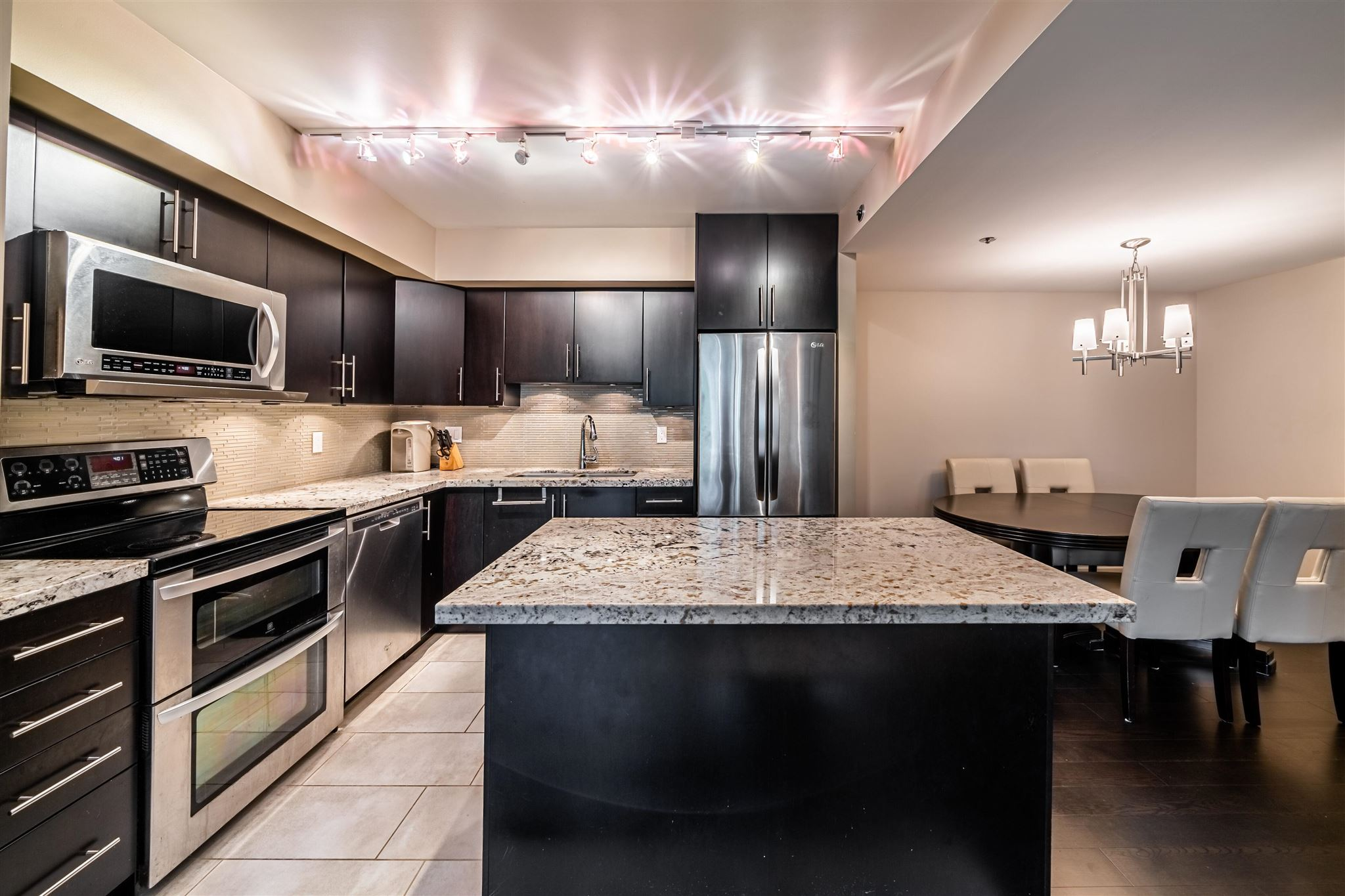 302 2201 PINE STREET - Fairview VW Apartment/Condo for sale, 2 Bedrooms (R2594964)