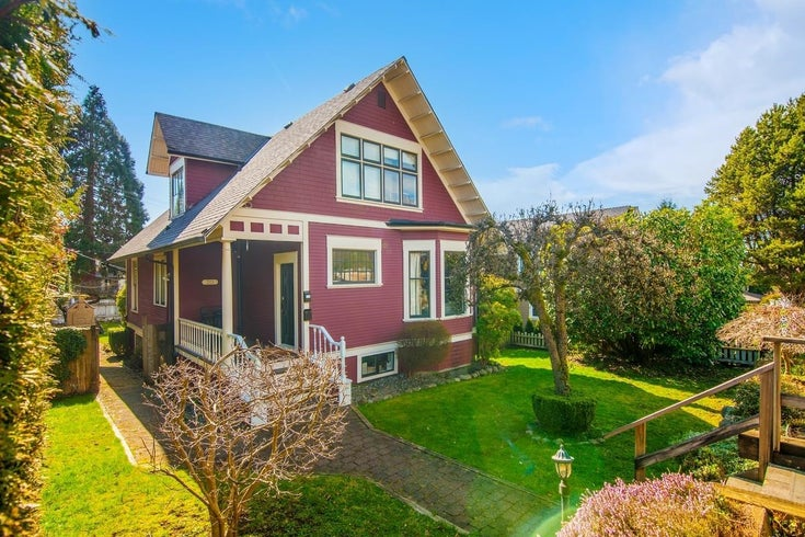 311 W 14TH STREET - Central Lonsdale House/Single Family for sale, 6 Bedrooms (R2595397)