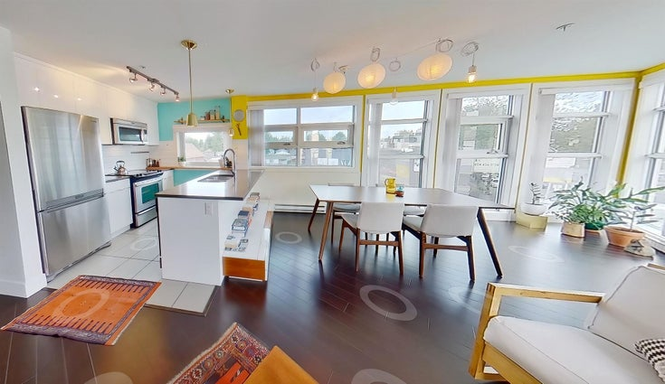 202 4338 COMMERCIAL STREET - Victoria VE Apartment/Condo for sale, 1 Bedroom (R2598082)