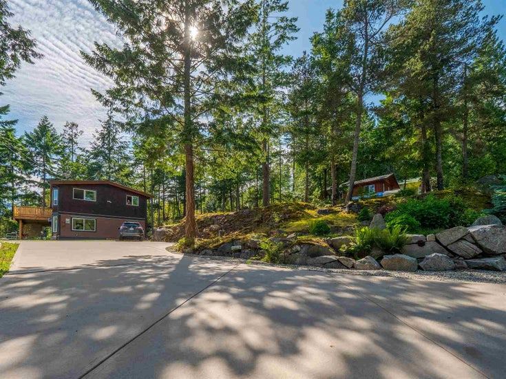 5771 LEANING TREE ROAD - Halfmn Bay Secret Cv Redroofs House with Acreage for sale, 4 Bedrooms (R2599549)