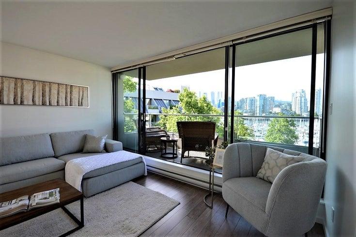 422 666 LEG IN BOOT SQUARE - False Creek Apartment/Condo for sale, 2 Bedrooms (R2599615)