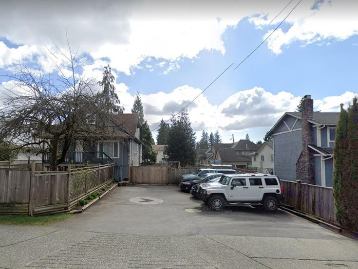 702 COMO LAKE AVENUE - Coquitlam West House/Single Family for sale, 5 Bedrooms (R2600129)