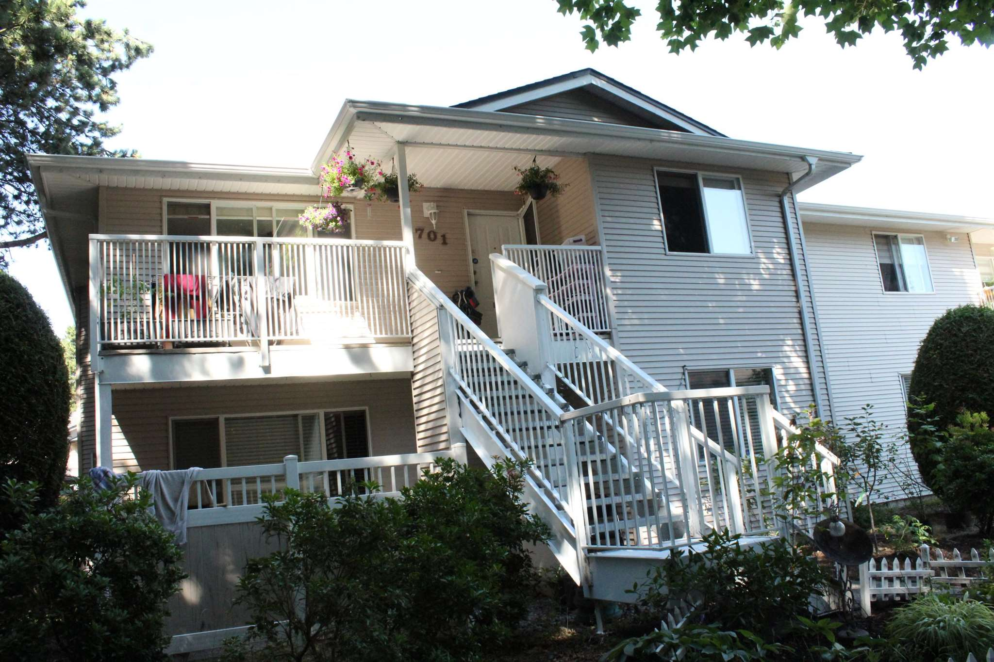 701 13935 72 AVENUE - East Newton Townhouse for sale, 2 Bedrooms (R2601112)