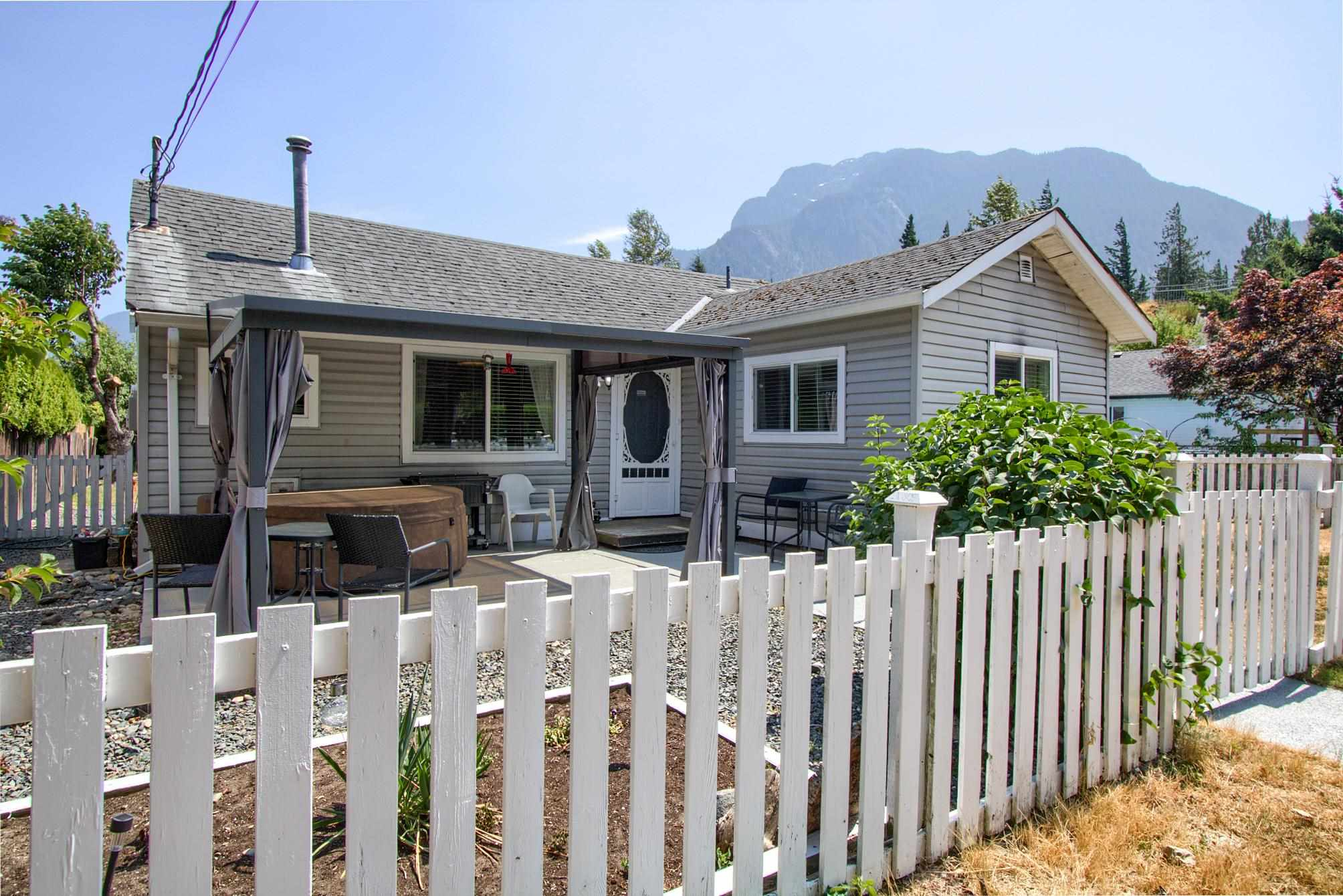 275 WATER AVENUE - Hope Center House/Single Family for sale, 2 Bedrooms (R2602160) - #1