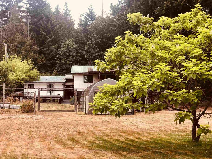 2897 SUNSHINE COAST HIGHWAY - Roberts Creek House with Acreage for sale, 1 Bedroom (R2602692)