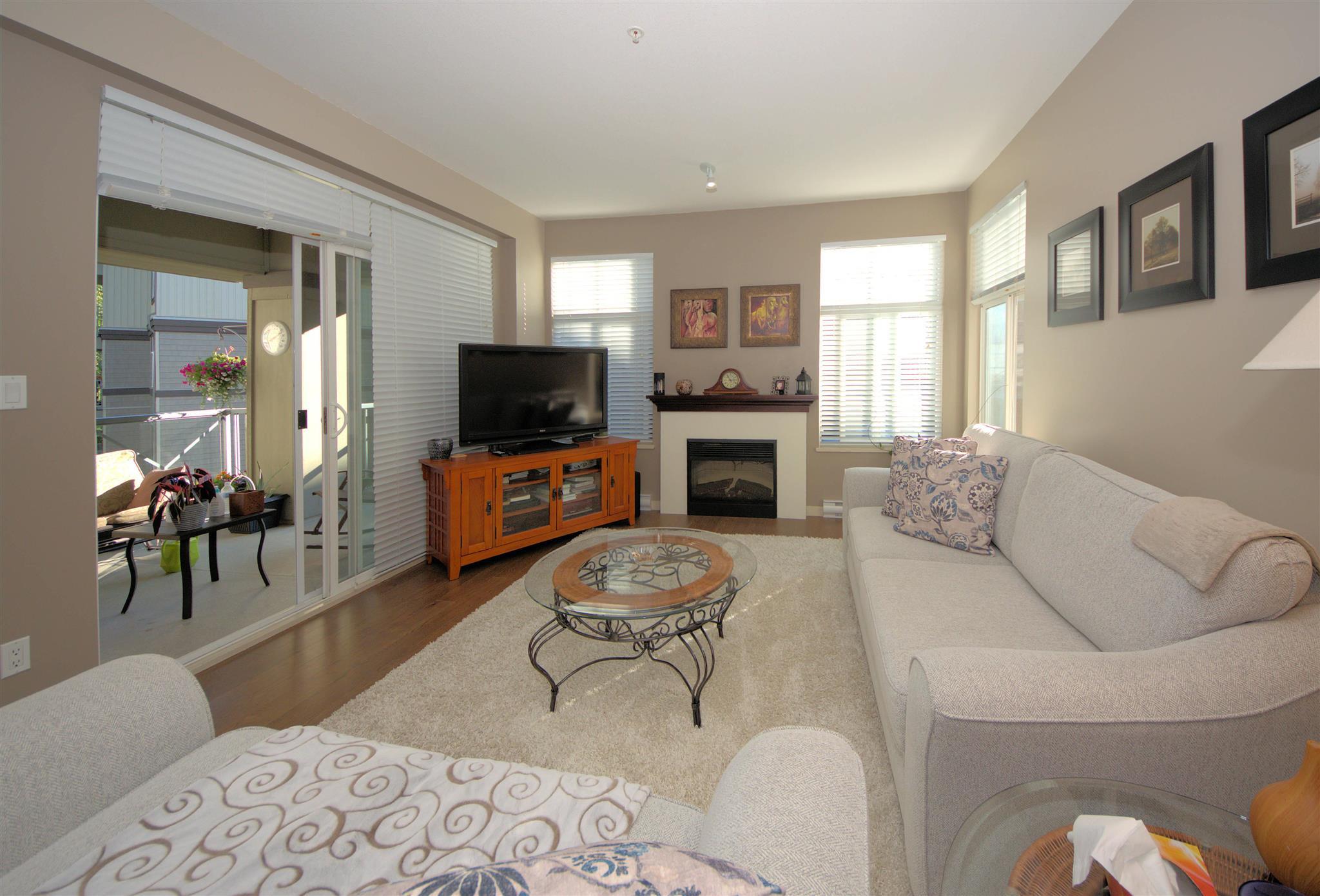 302 33328 E BOURQUIN CRESCENT - Central Abbotsford Apartment/Condo for sale, 2 Bedrooms (R2602873) - #1