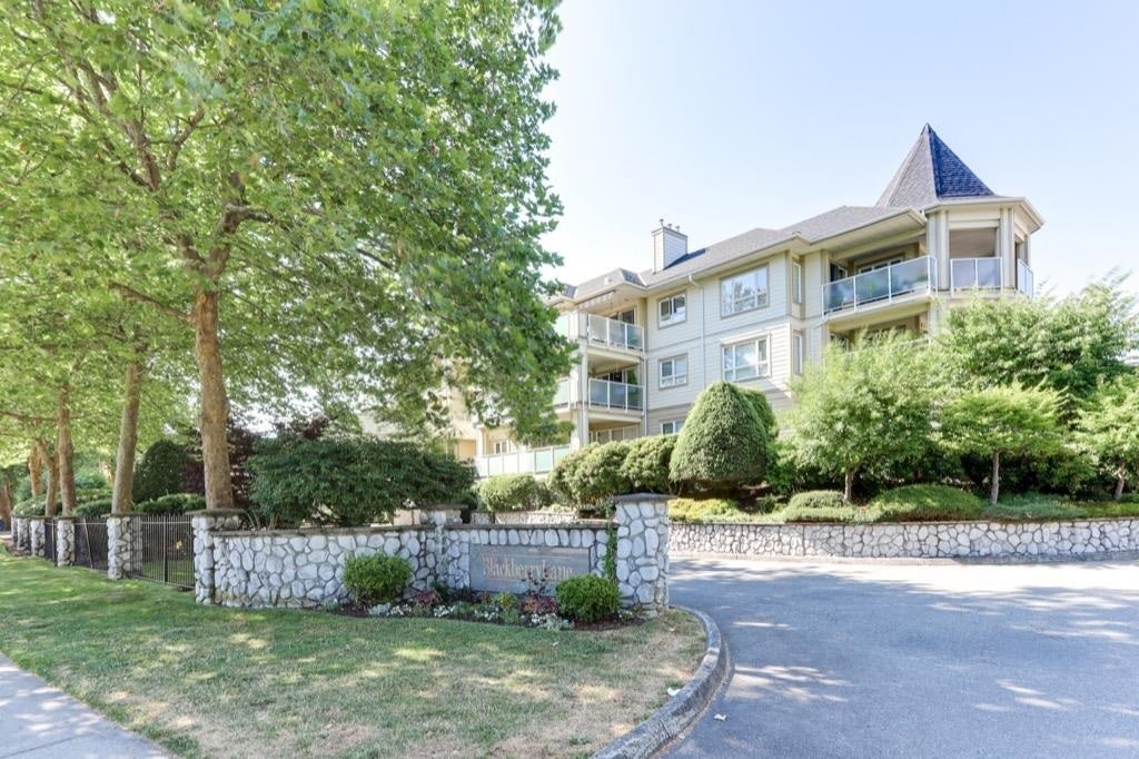 311 20125 55A AVENUE - Langley City Apartment/Condo for sale, 2 Bedrooms (R2603793) - #20