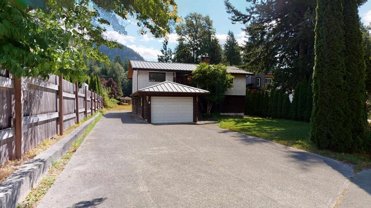 41772 GOVERNMENT ROAD - Brackendale House/Single Family for sale, 2 Bedrooms (R2603967)