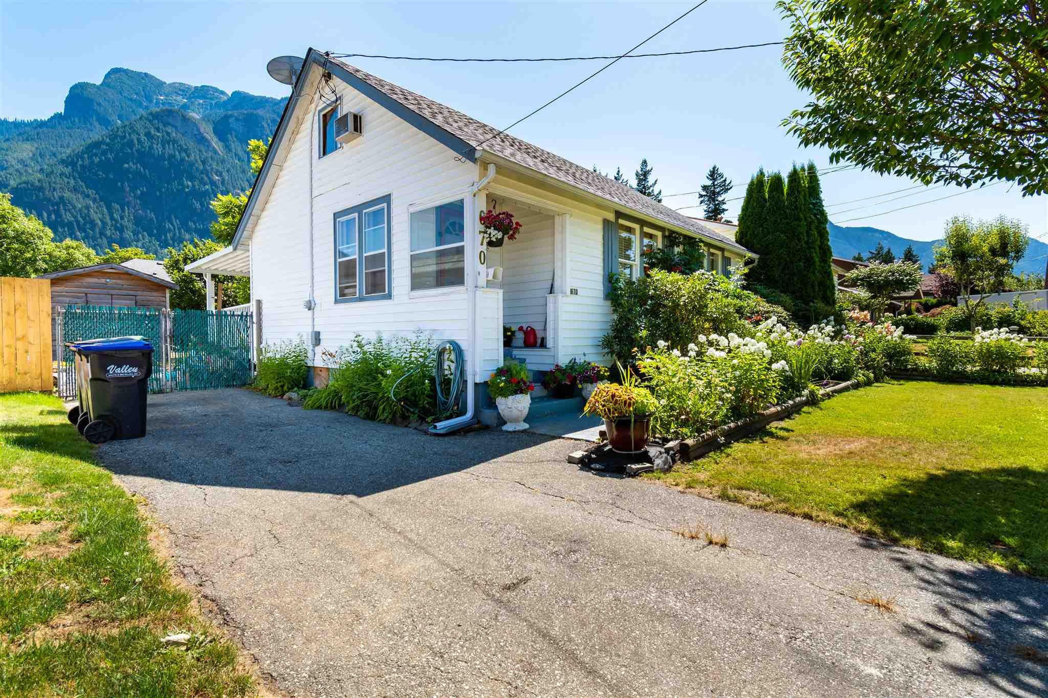 670 PARK STREET - Hope Center House/Single Family for sale, 2 Bedrooms (R2604007) - #1