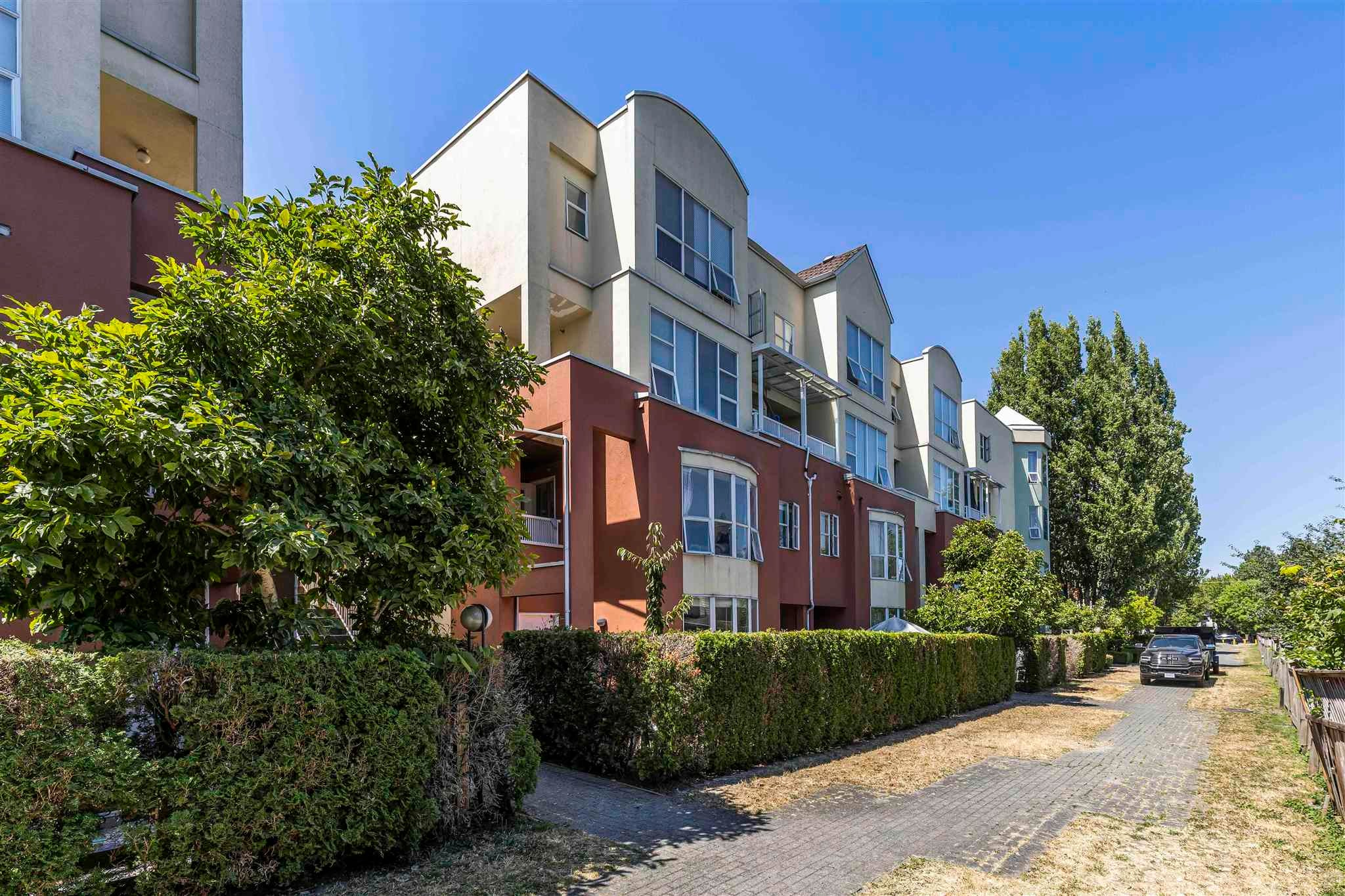 157 8333 JONES ROAD - Brighouse South Townhouse for sale, 3 Bedrooms (R2604021)