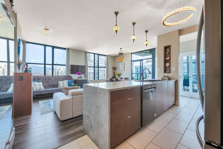 2402 989 BEATTY STREET - Yaletown Apartment/Condo for sale, 2 Bedrooms (R2604088)