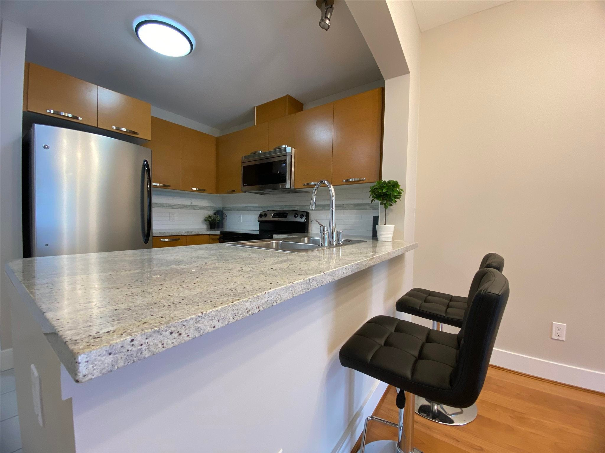 304 7428 BYRNEPARK WALK - South Slope Apartment/Condo for sale, 1 Bedroom (R2604124) - #3