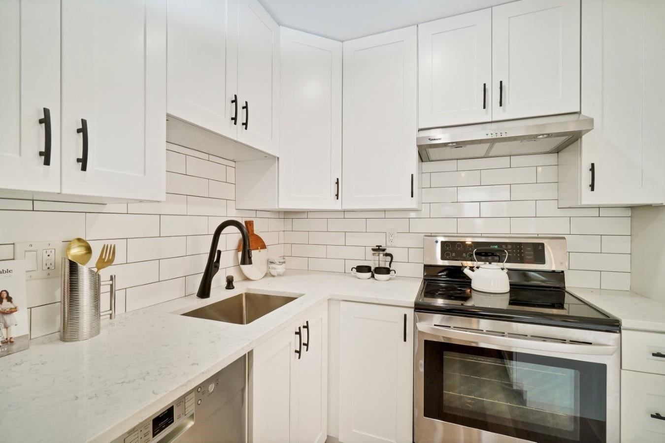 206 330 W 2ND STREET - Lower Lonsdale Apartment/Condo for sale, 2 Bedrooms (R2604160) - #2