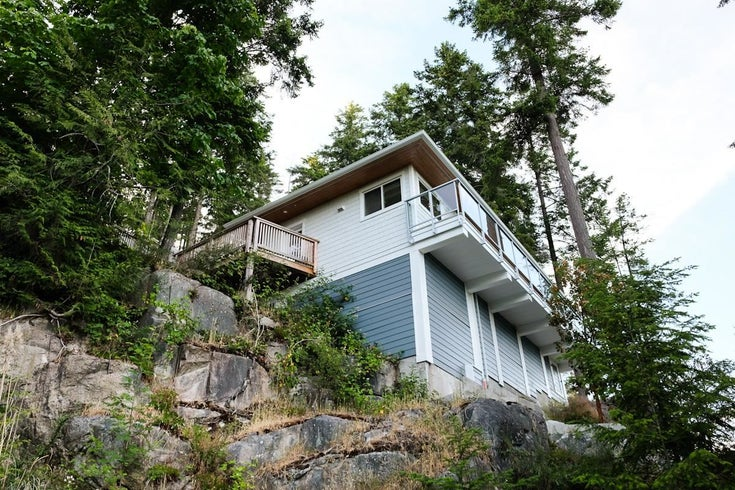 5673 SALMON DRIVE - Sechelt District House/Single Family for sale, 2 Bedrooms (R2604591)