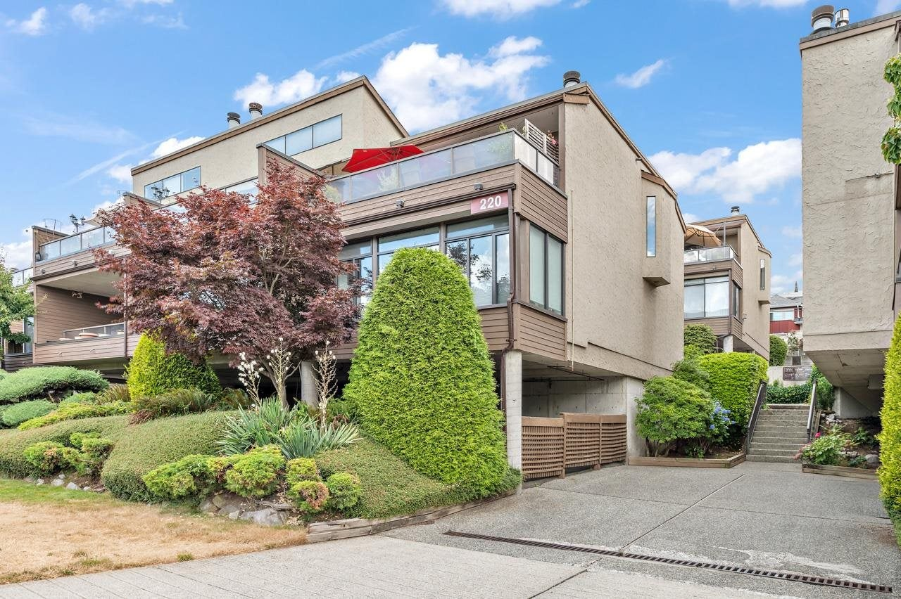 3 220 E 4TH STREET - Lower Lonsdale Townhouse for sale, 2 Bedrooms (R2604803) - #1