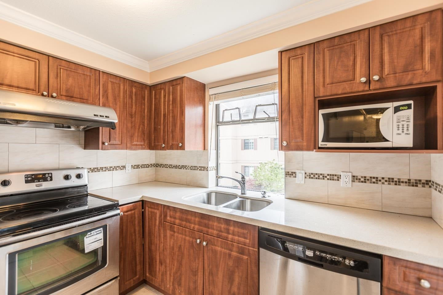 209 8451 WESTMINSTER HIGHWAY - Brighouse Apartment/Condo for sale, 1 Bedroom (R2605203)