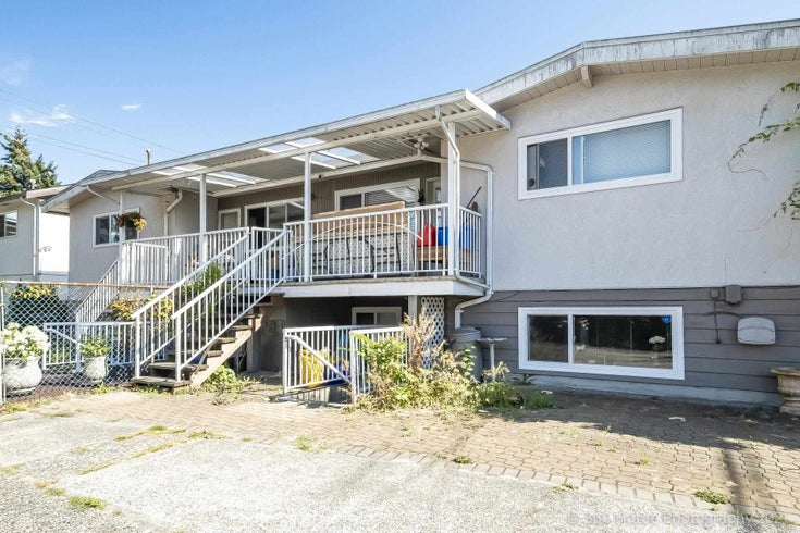 4135 4137 MOSCROP STREET - Burnaby Hospital Duplex for sale, 11 Bedrooms (R2605678)