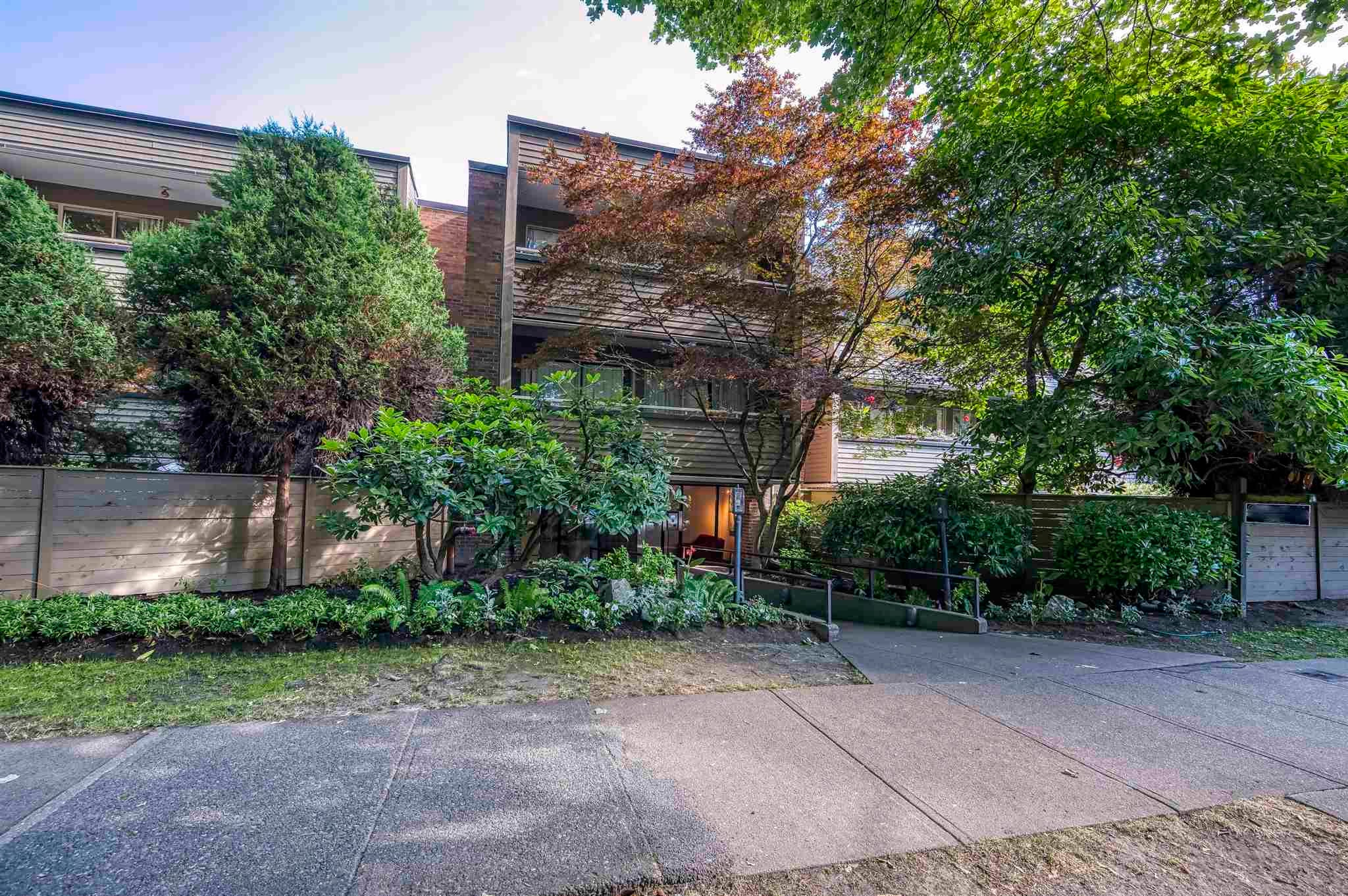 214 1777 W 13TH AVENUE - Fairview VW Apartment/Condo for sale, 1 Bedroom (R2605717)