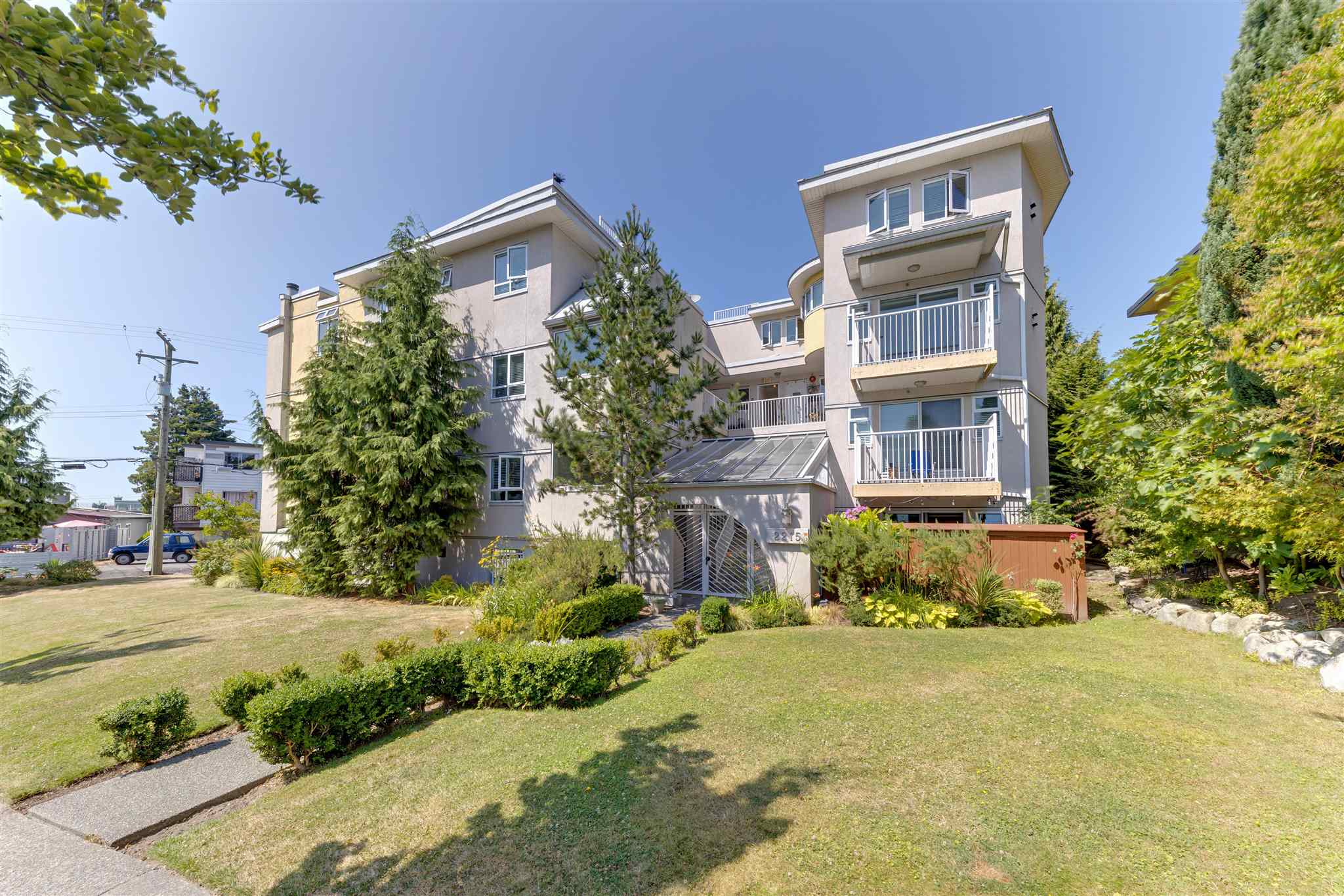 305 2215 MCGILL STREET - Hastings Apartment/Condo for sale, 2 Bedrooms (R2605910)