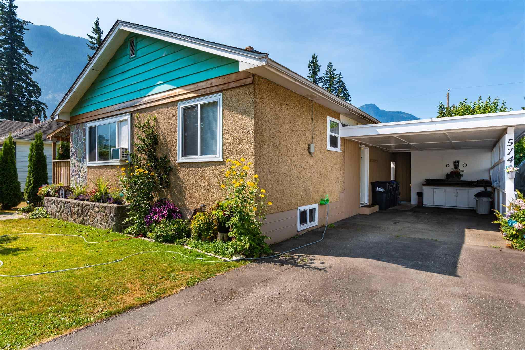 574 HEMLOCK AVENUE - Hope Center House/Single Family for sale, 3 Bedrooms (R2606013)
