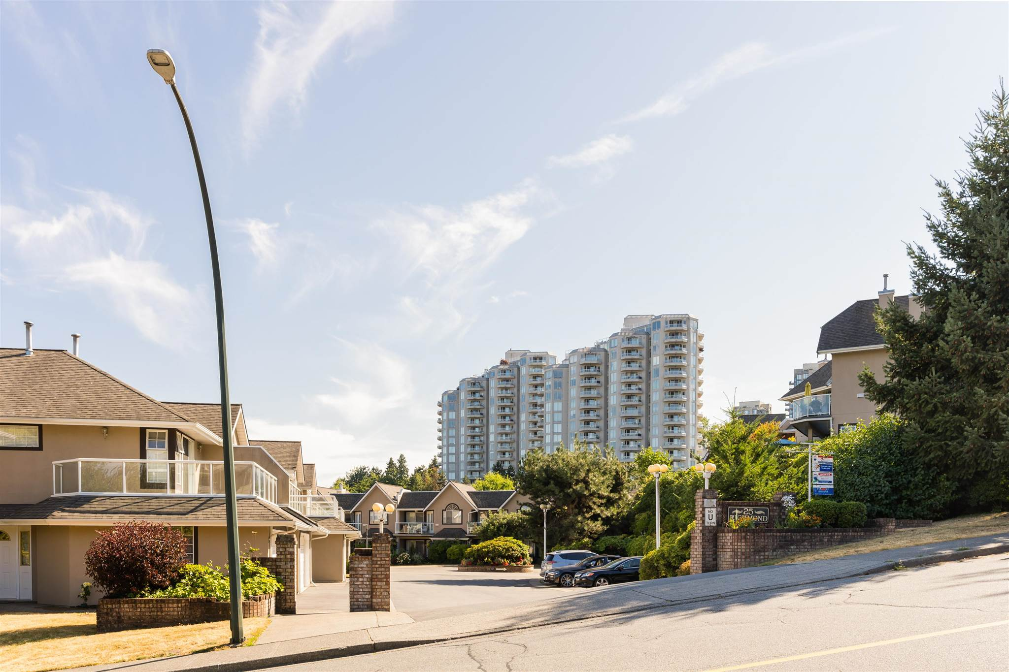 303 25 RICHMOND STREET - Fraserview NW Apartment/Condo for sale, 2 Bedrooms (R2606470) - #1