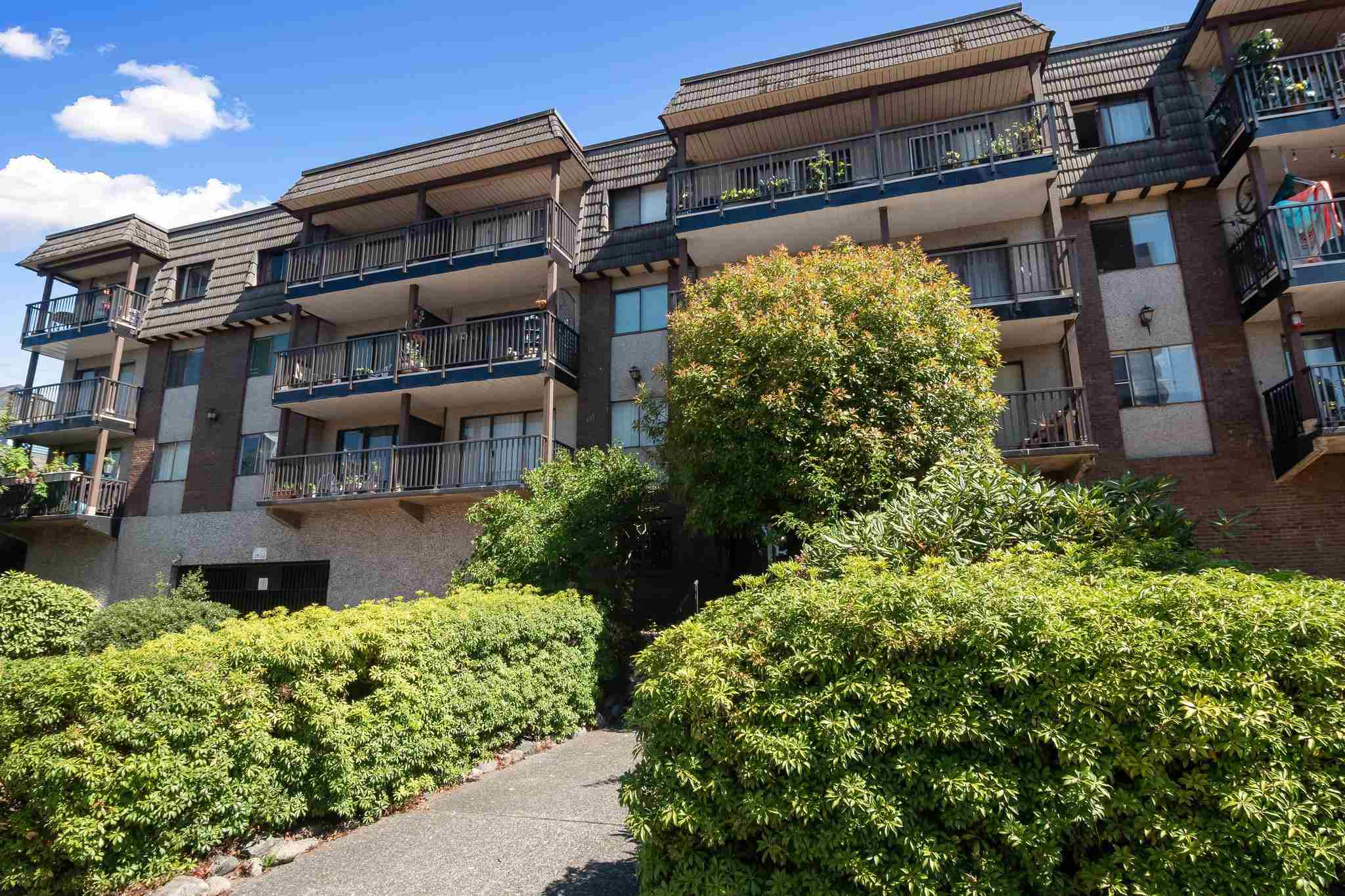 205 170 E 3RD STREET - Lower Lonsdale Apartment/Condo for sale, 2 Bedrooms (R2606570) - #1
