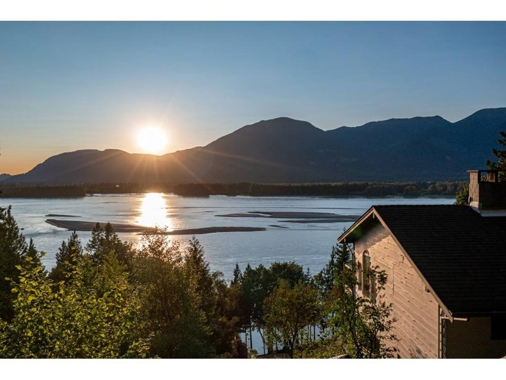 43015 OLD ORCHARD ROAD - Chilliwack Mountain House with Acreage for sale, 4 Bedrooms (R2607290)