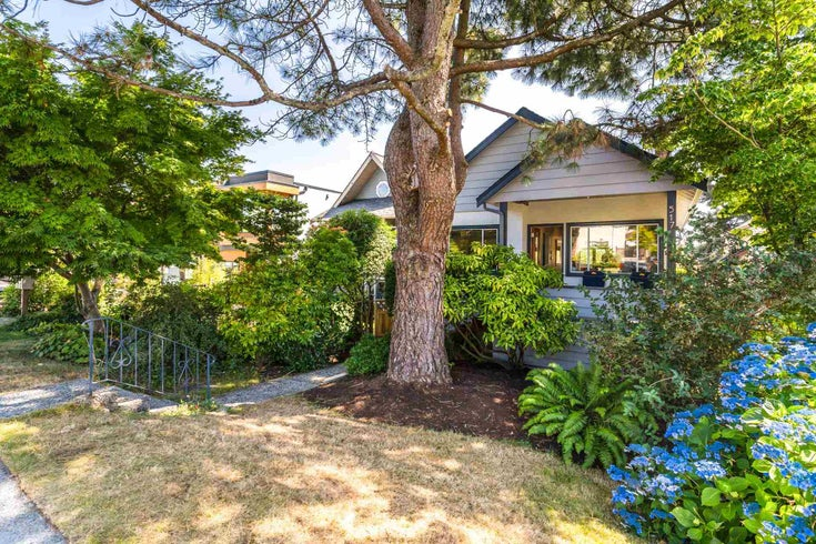 517 E 5TH STREET - Lower Lonsdale House/Single Family for sale, 4 Bedrooms (R2607490)