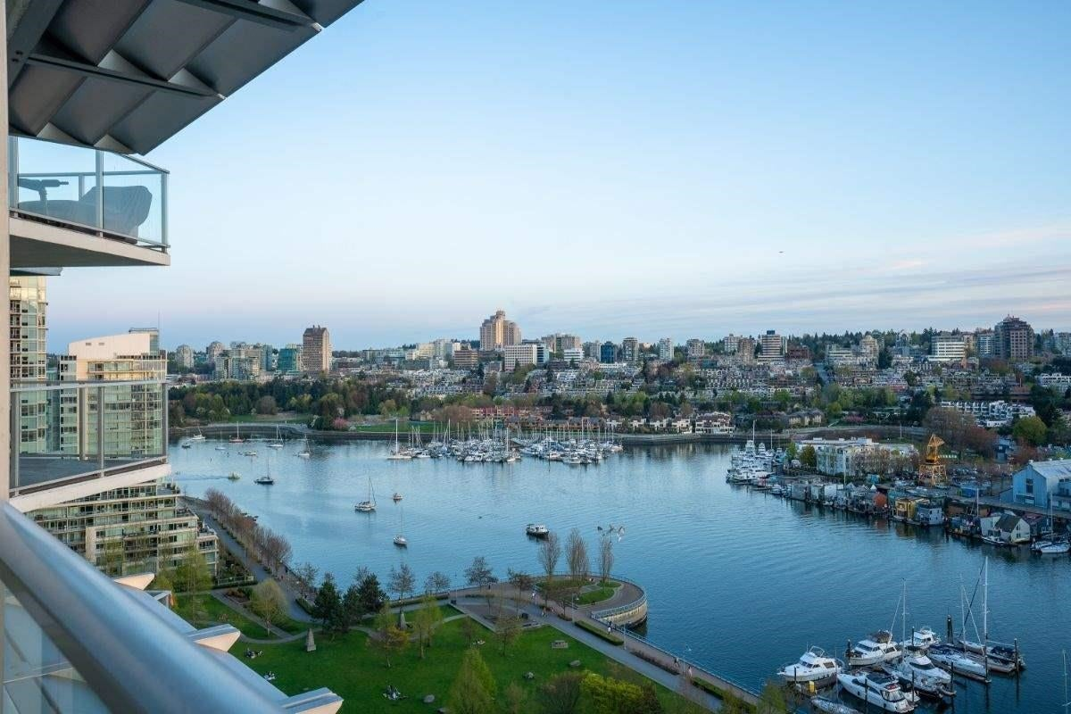 1703 638 BEACH CRESCENT - Yaletown Apartment/Condo for sale, 3 Bedrooms (R2609848) - #1