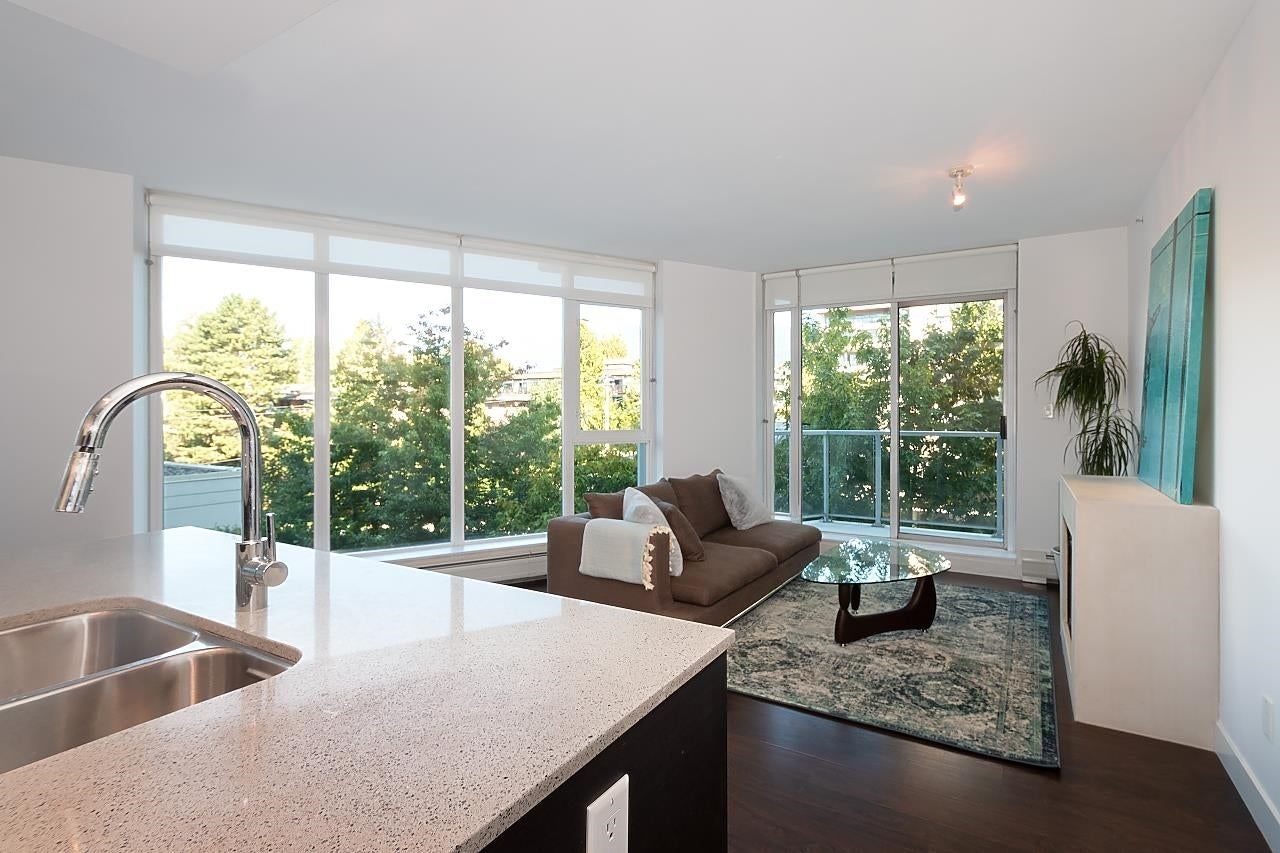 402 175 W 2ND STREET - Lower Lonsdale Apartment/Condo for sale, 2 Bedrooms (R2609961) - #1