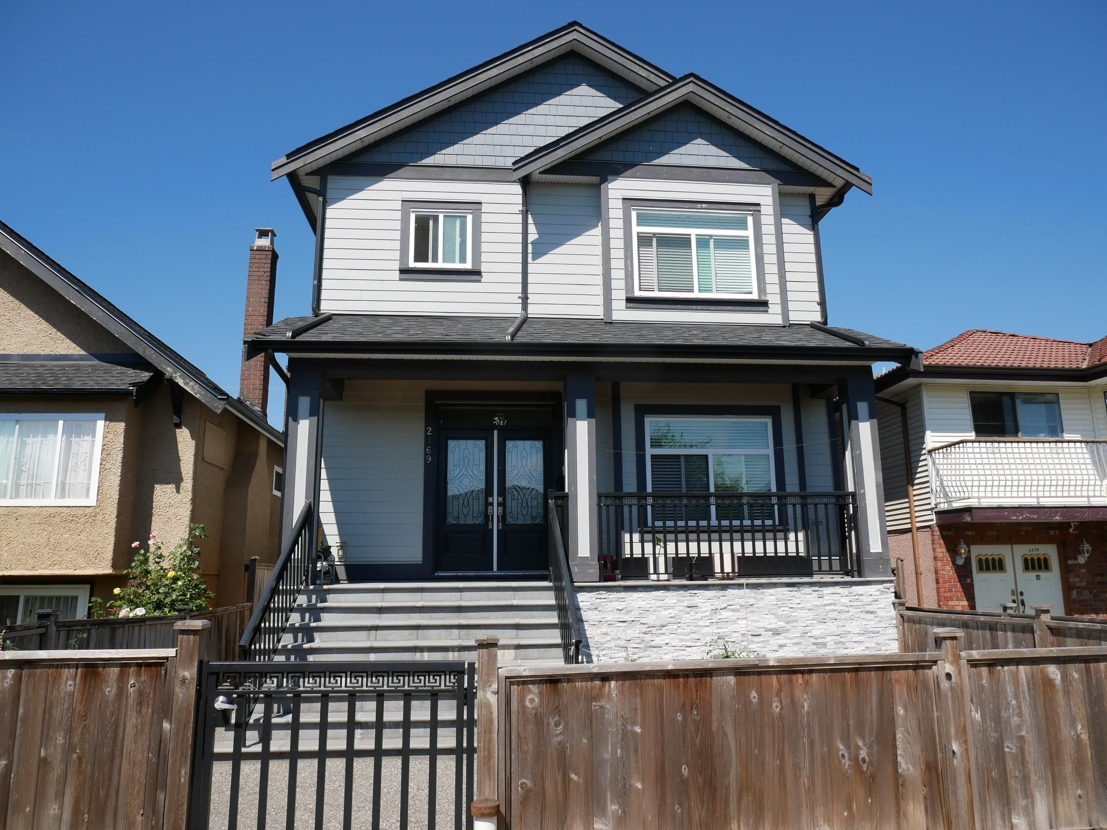 2169 MANNERING AVENUE - Victoria VE 1/2 Duplex for sale, 3 Bedrooms (R2610507) - #1