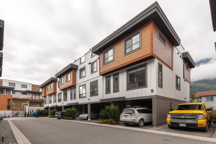 13 39769 GOVERNMENT ROAD - Northyards Townhouse for sale, 3 Bedrooms (R2611910)