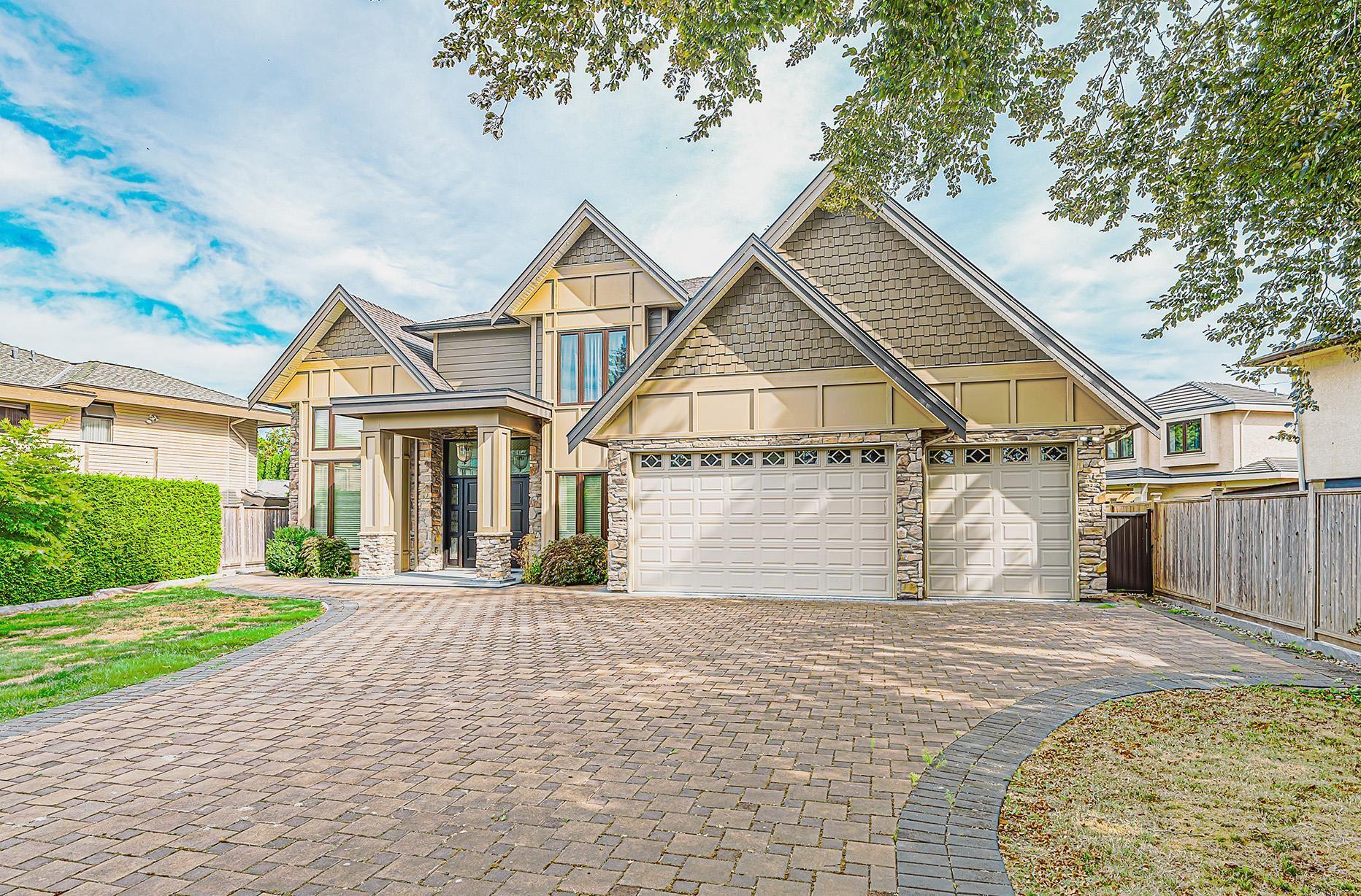 8700 CAMDEN CRESCENT - Lackner House/Single Family for sale, 5 Bedrooms (R2612474)